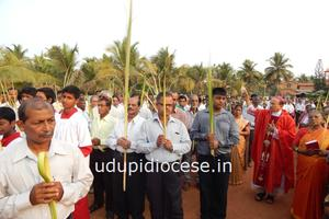 Palm Sunday Celebration and Pastoral Visit at St. Anne Church, Thottam