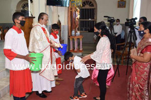 Christmas Eve Celebrated at Milagres Cathedral, Kallianpur